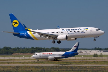 Ukraine International Airlines Boeing 737-800 на посадке.